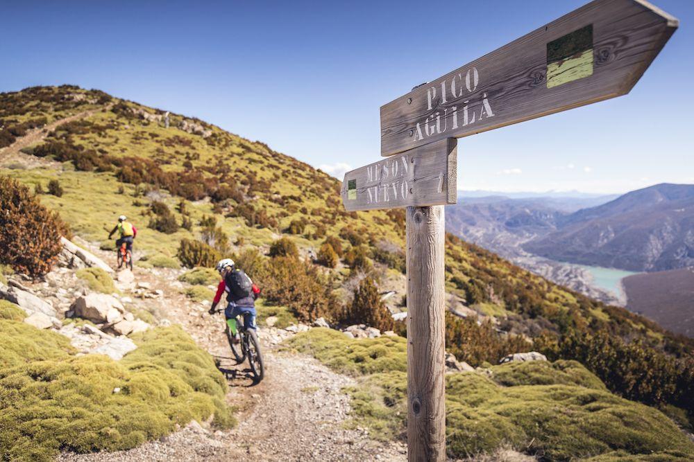 La imagen tiene un atributo ALT vacío; su nombre de archivo es Bguara-cycling-rocks-Wallride-revista1.jpg