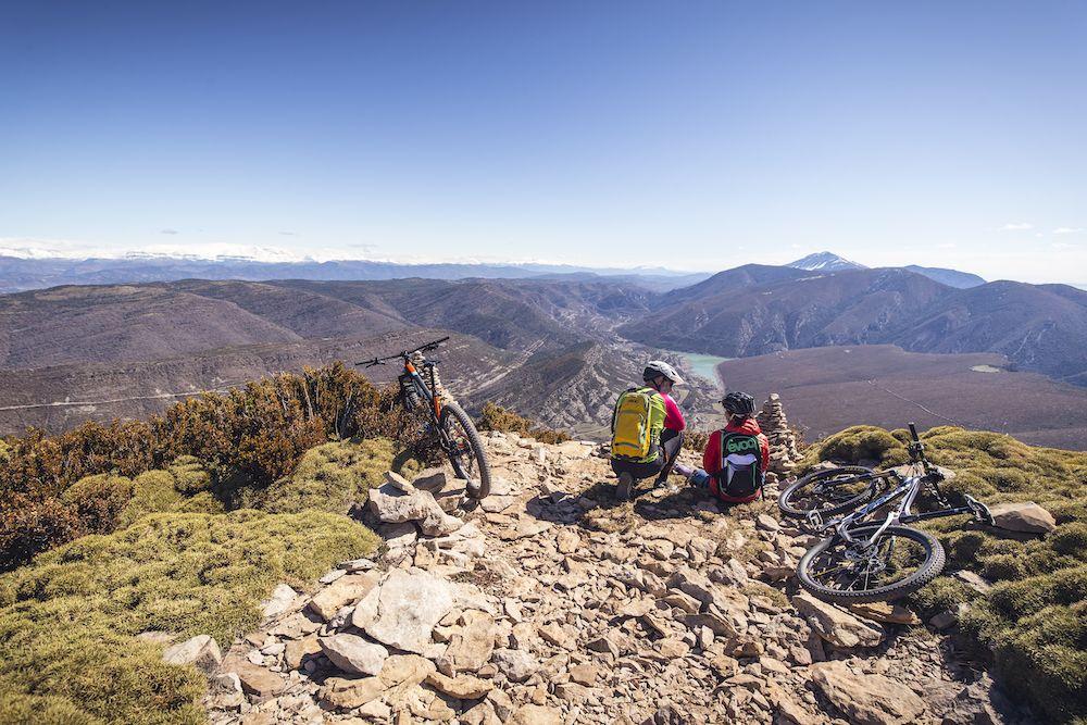La imagen tiene un atributo ALT vacío; su nombre de archivo es Bguara-cycling-rocks-Wallride-revista2-1.jpg