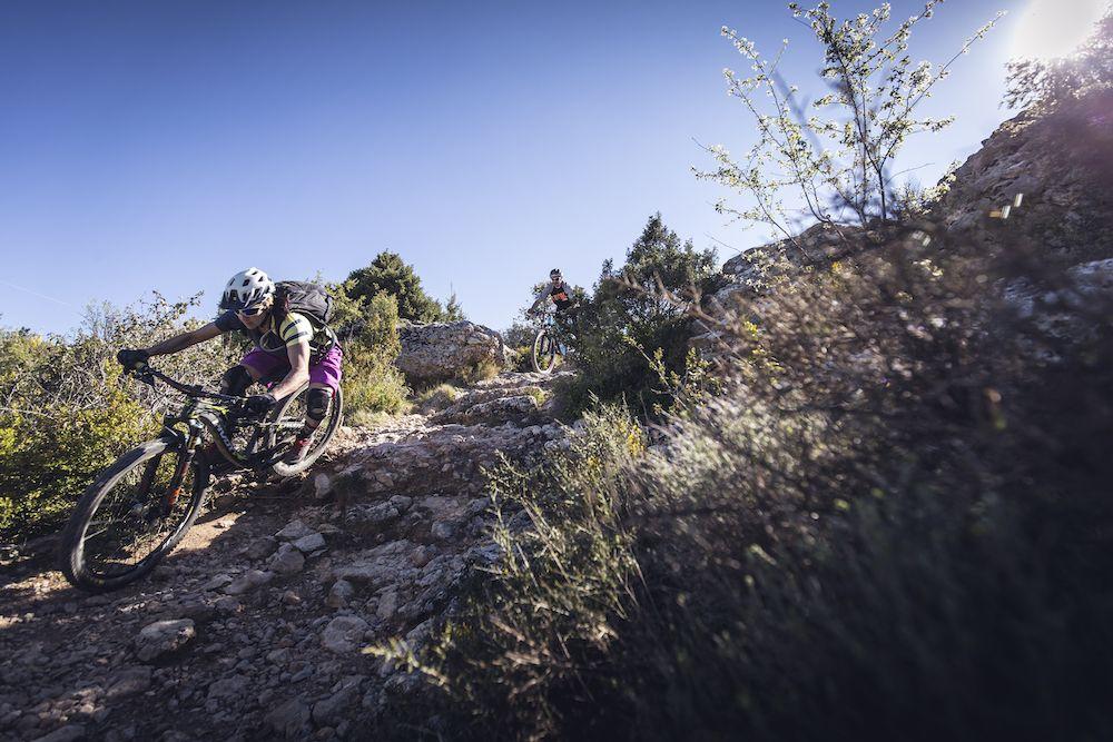 La imagen tiene un atributo ALT vacío; su nombre de archivo es Bguara-cycling-rocks-Wallride-revista3.jpg