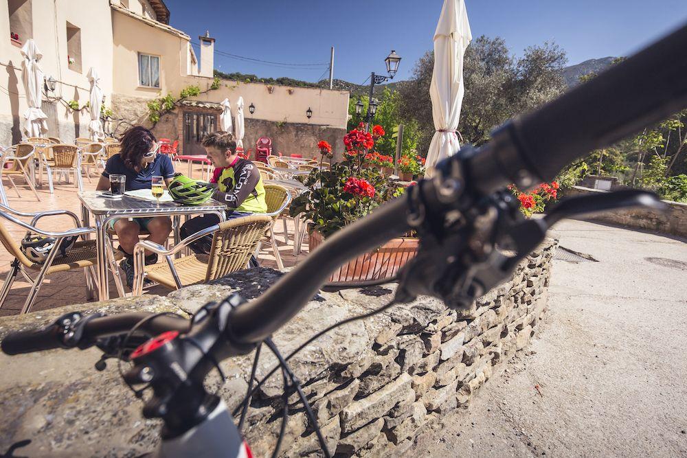 La imagen tiene un atributo ALT vacío; su nombre de archivo es Bguara-cycling-rocks-Wallride-revista5-1.jpg