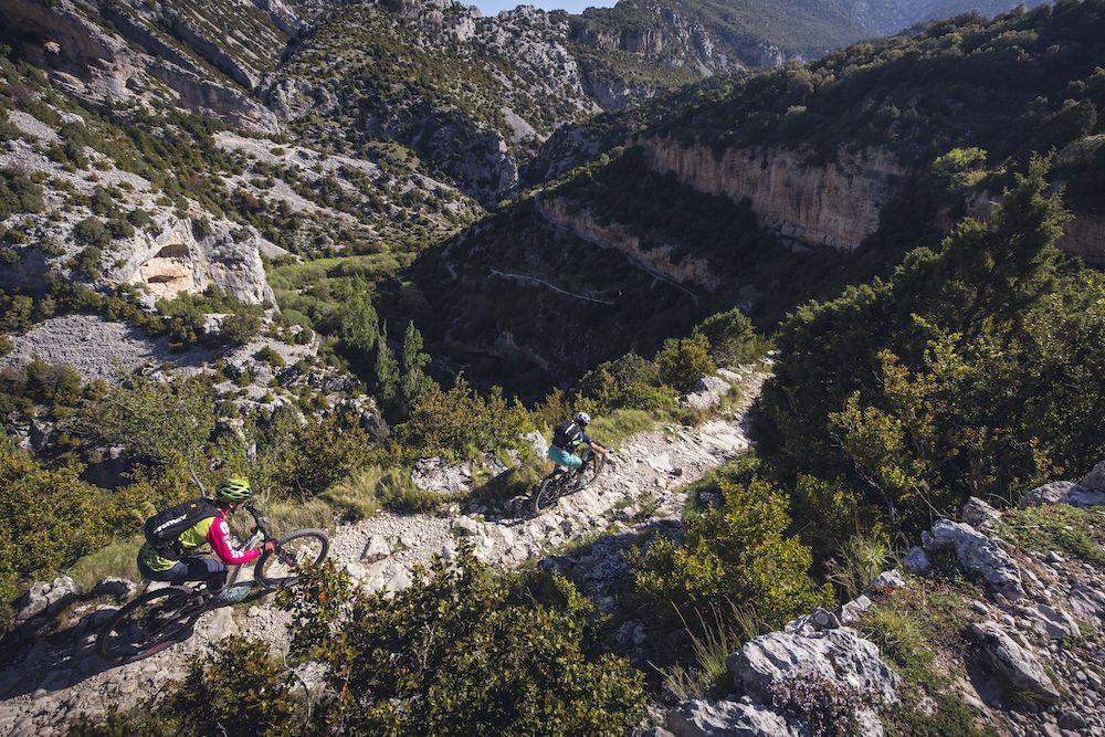 La imagen tiene un atributo ALT vacío; su nombre de archivo es Bguara-cycling-rocks-Wallride-revista5.jpg