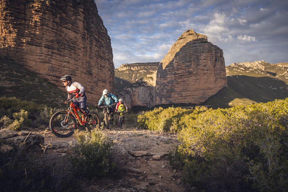 La imagen tiene un atributo ALT vacío; su nombre de archivo es Bguara-cycling-rocks-Wallride-revista9.jpg
