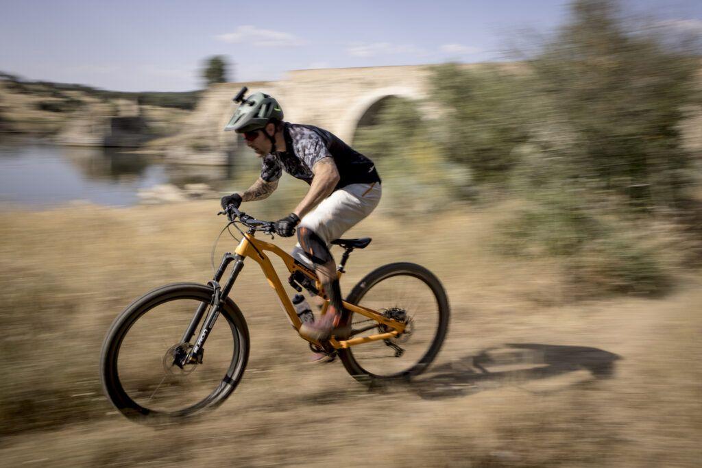David Cachon nos traslada hasta Alqueva - Mountain Bike junto al lago artificial más grande de Europa